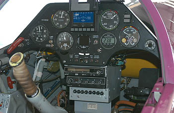 Кабина самолёта Су-26М c дисплеем EFIS-D10A Electronic Flight Information System фирмы Dynon